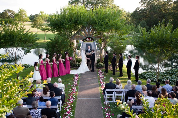 organize wedding in the garden